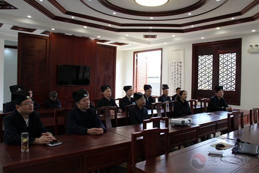 苏州城隍庙组织道职员工观看十九大开幕式