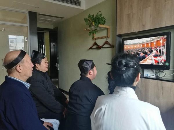 南阳市道协三贤山道观组织收看十九大开幕式