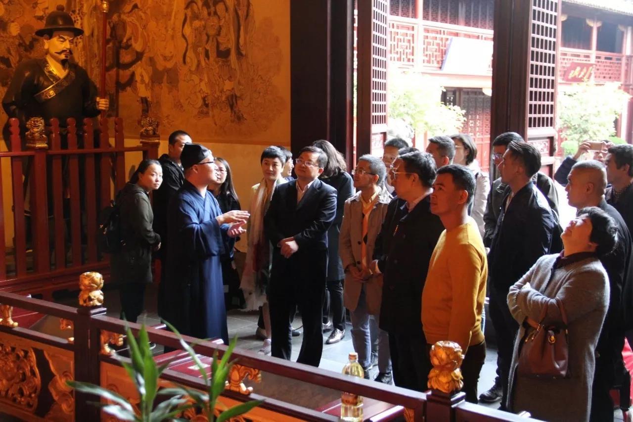 上海市青联民宗界别走进城隍庙