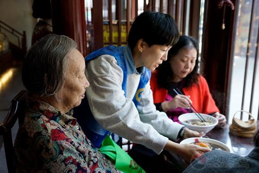 """上海城隍庙慈爱功德会开展""""重阳•尊老""""慈善活动"""