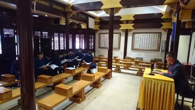 上海道教学院实习组学员组织学习新《宗教事务条例》