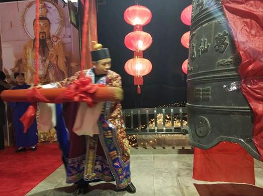 江苏省句容市葛仙观举行迎新年撞钟祈福活动