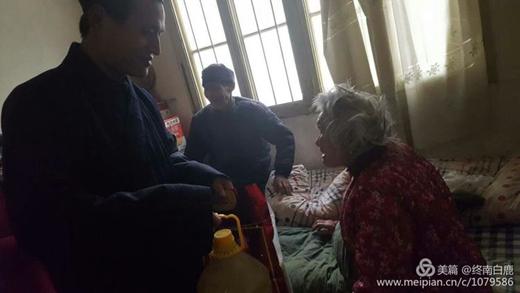 西安市太清宫(老君庙)携手终南山道医会腊八节献爱心