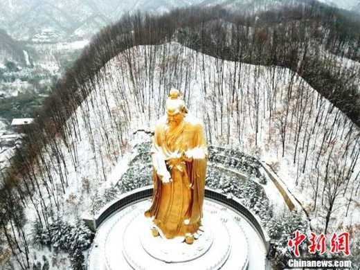 """大雪过后世界最高""""老子""""披金挂银须发皆白"""