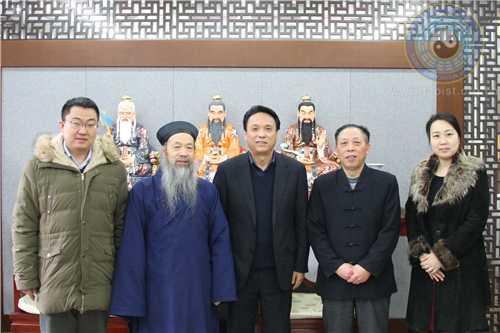 中国宗教界和平委员会秘书长喇灿到中国道协走访慰问