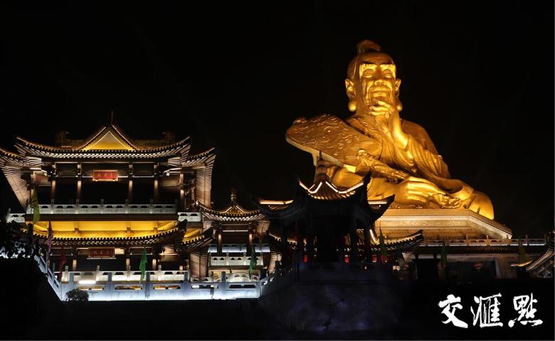 """茅山33米高""""老子""""神像首次试灯 流光溢彩迎新年"""