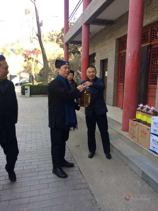 西安市临潼区委常委、统战部长刘建民等来明圣宫进行春节前走访慰问