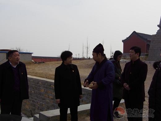 山东省肥城市委常委、统战部部长付玲莅临修真宫慰问