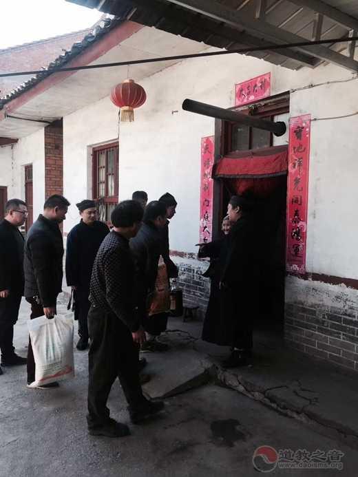 陕西省汉中市张良庙慰问留坝县庙台子村部分老人
