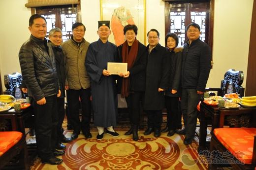 上海市市委常委、统战部部长施小琳向全市道教信众致以新春祝福