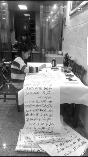 福建泉州姑娘手书《道德经》,三天完成百米书法卷