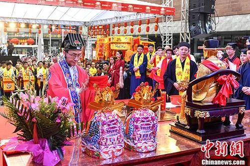 广州都城隍庙举行广府庙会祈福仪式