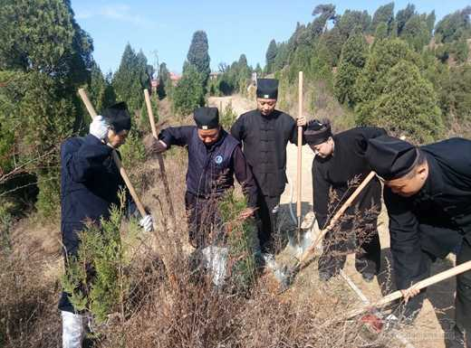 人祖庙举行建设美丽临潼3.12植树造林活动
