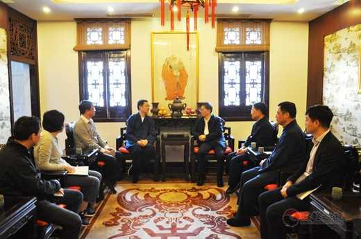 市政协副主席金兴明走访上海城隍庙1