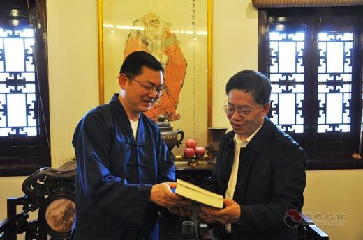 市政协副主席金兴明走访上海城隍庙3