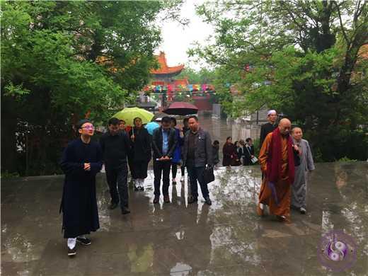 西安市沣东新城组织宗教人士到咸阳中五台道观考察