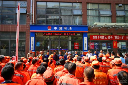 陕西西安八仙宫劳动节慰问一线环卫工人