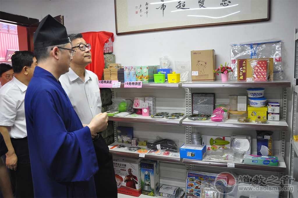 全国政协民宗委王伟光主任一行走访上海城隍庙