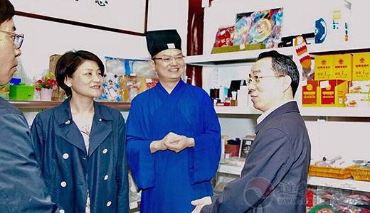 上海市政协主席董云虎到上海城隍庙走访调研
