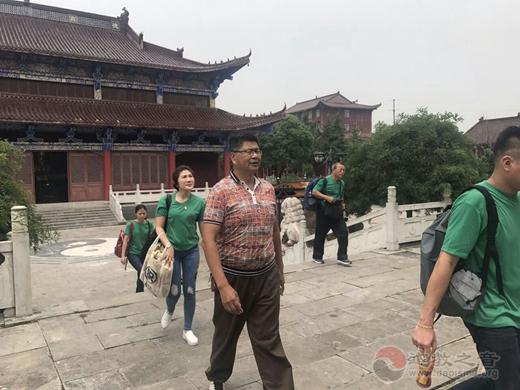 台湾顕福宫黄立家董事长一行参访镇江润州道院
