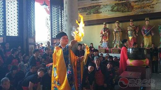 邵阳集灵报恩会全体三百余人到南岳朱陵宫朝圣祈福