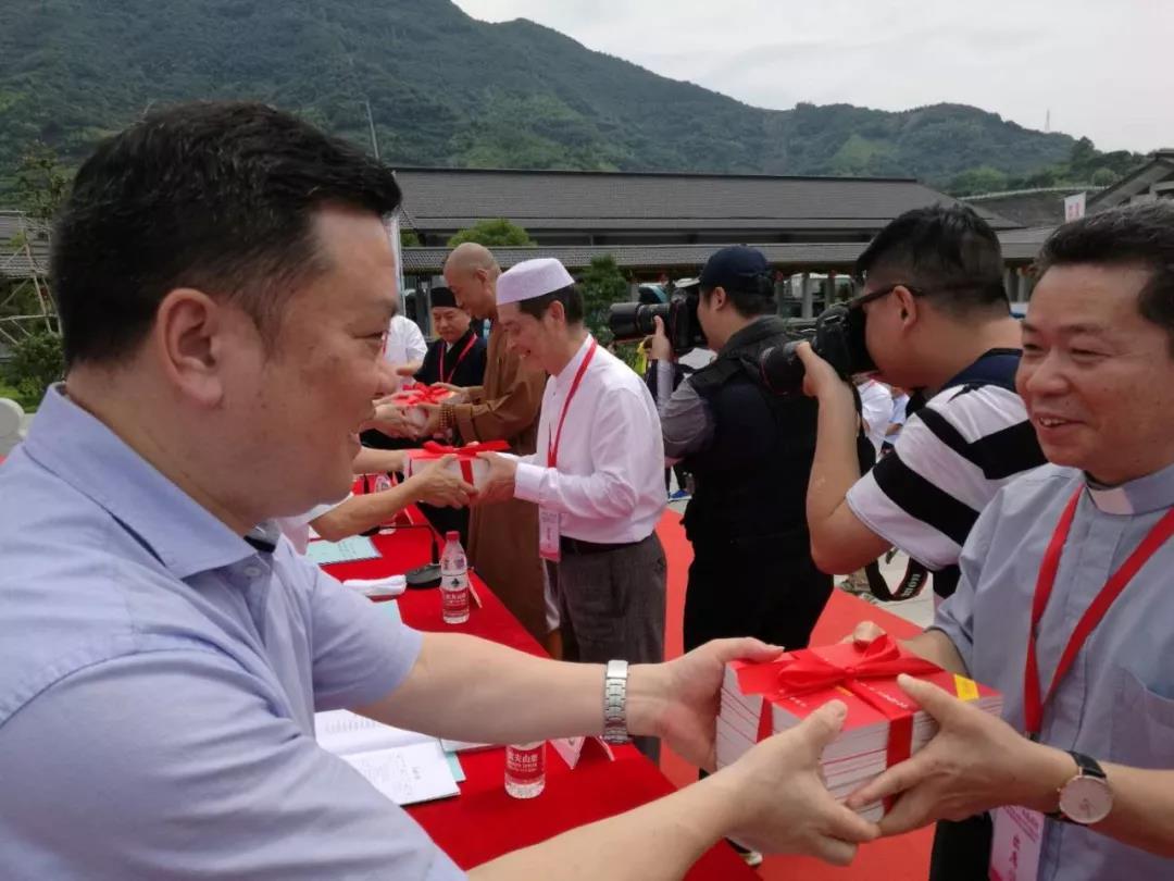 """浙江举办以宪法为主题的""""十百千万""""普法工程启动仪式"""