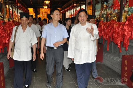 句容市道教协会参访团到上海城隍庙参访交流