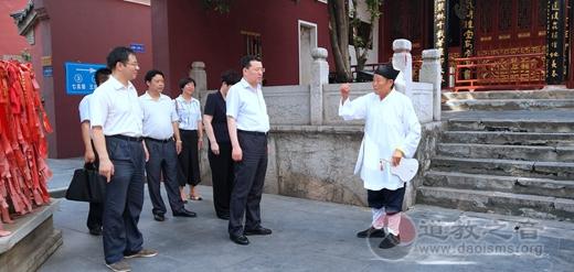 湖北省委统战部部长尔肯江•吐拉洪赴长春观视察指导工作