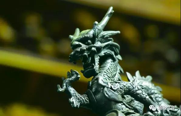 龙与马之间的精神