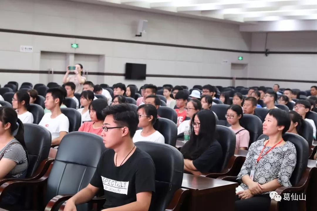 江西省上饶市葛仙山灵宝基金资助百名贫困大学生入学