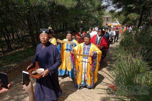 陕西榆阳东老爷庙为两千多名老人免费提供传统美食