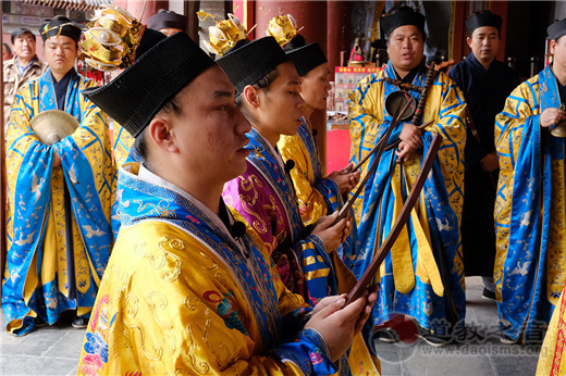 泰山道教界举行纪念抗战胜利73周年和平祈祷法会暨升国旗仪式
