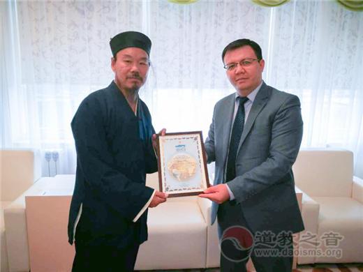 哈萨克斯坦国家博物馆收藏杨华道长朱砂小楷《道德经》二十米长卷