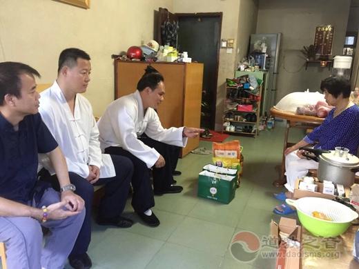 桂平市白石山三清观举行2018宗教慈善周慰问病困老人活动