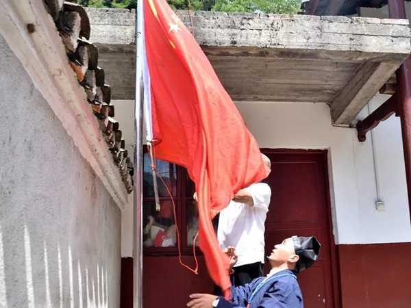 湖南省安化县道教协会隆重举行升国旗仪式