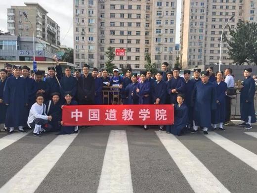 中国道教学院研究生学员李宁参加北京马拉松比赛