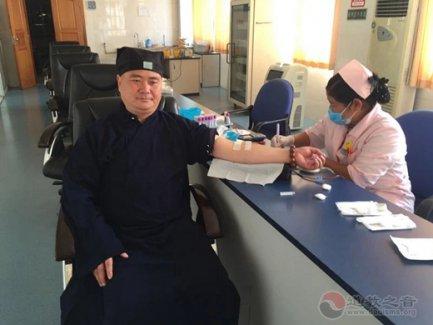 德宏州盈江县青云寺道观组织道众献血奉献爱心