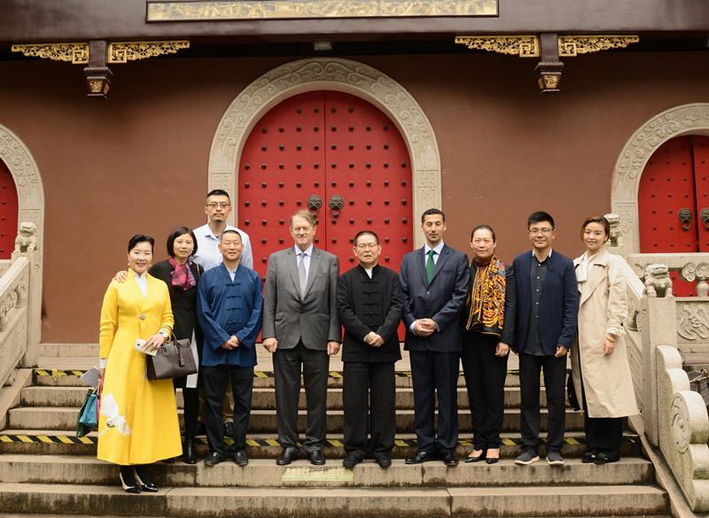 英国菲利普亲王代表布莱恩先生一行参访上海白云观