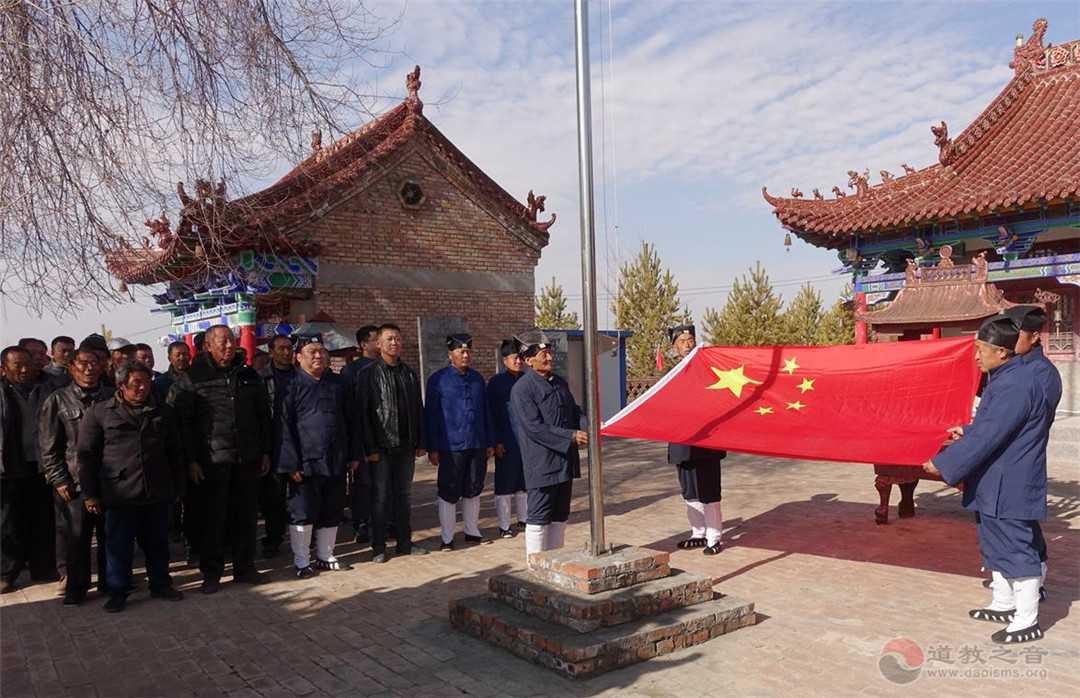 蒙汉信众在陕西榆阳乌拉耳林龙王庙和老爷庙举行升国旗仪式
