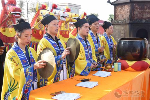 广东陆丰浑成观举行升国旗仪式和民俗活动