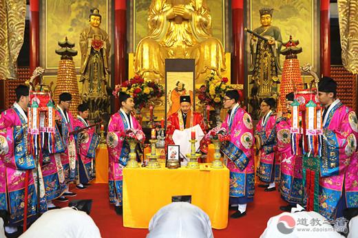 江苏省苏州崧泽道院举行传统拜法仪式