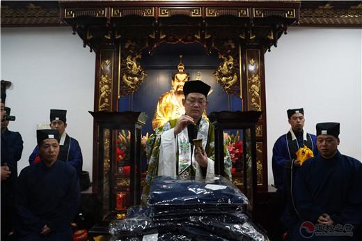 """上海城隍庙举行""""披度拜师""""活动"""