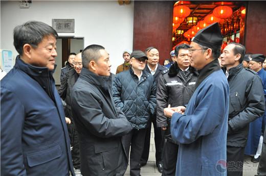 上海市副市长、市公安局局长龚道安 到城隍庙检查节日安保工作