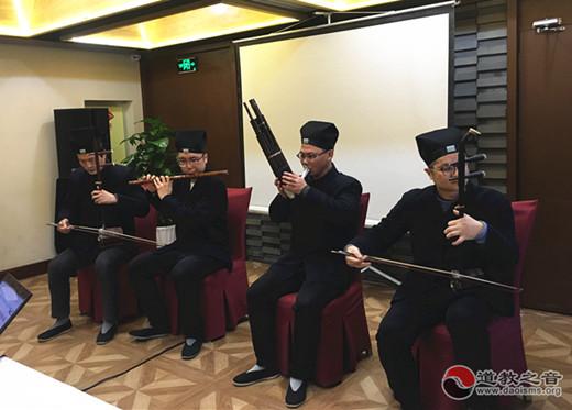 苏州城隍庙年终慰问眼障残疾人士
