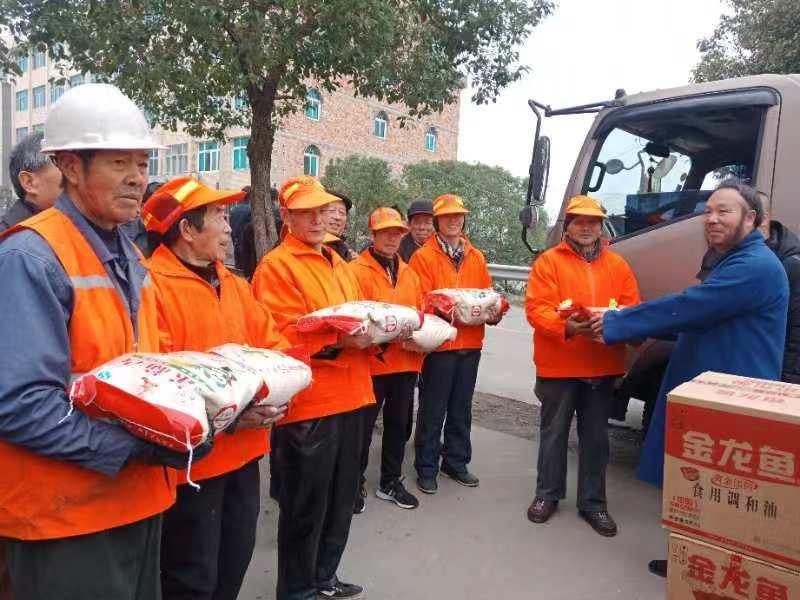 温岭市道教协会举行慰问环卫工人活动