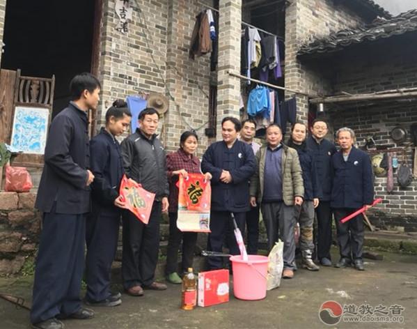 桂平白石山三清观开展2019年春节献爱心活动