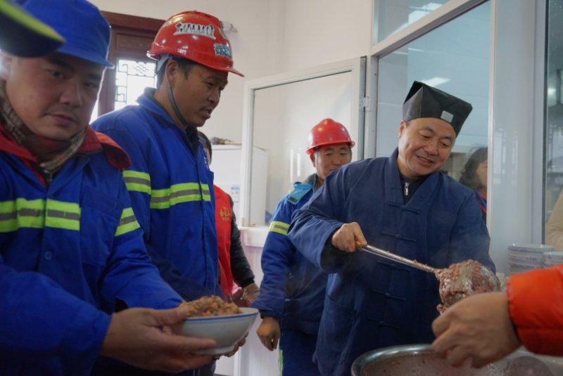 上海道教各宫观举行腊八施粥送福活动