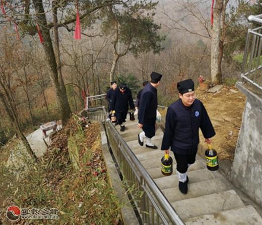 西乡县道协会长刘高诚道长一行春节前走访慰问辖区宫观