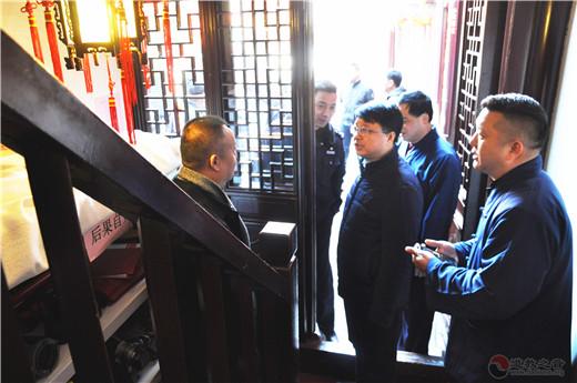 黄浦区委统战部副部长徐惠江检查城隍庙春节消防工作