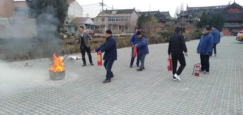 上海市龙王庙举行教职人员消防演习活动